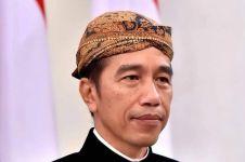 Jelang debat capres, Joko Widodo posting foto dengan busana adat