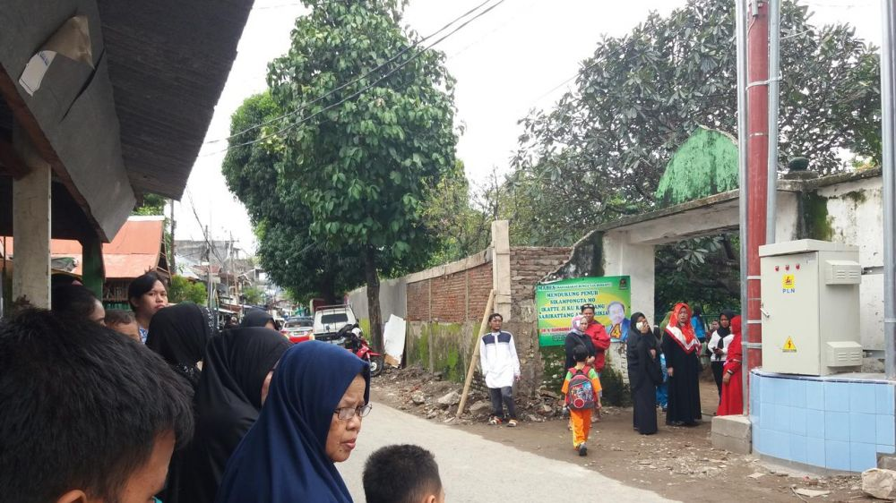 Pemakaman Istri Ustaz Maulana  © 2019 brilio.net
