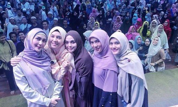 10 Momen Hijrah Squad jelajahi Palembang, gayanya kompak abis