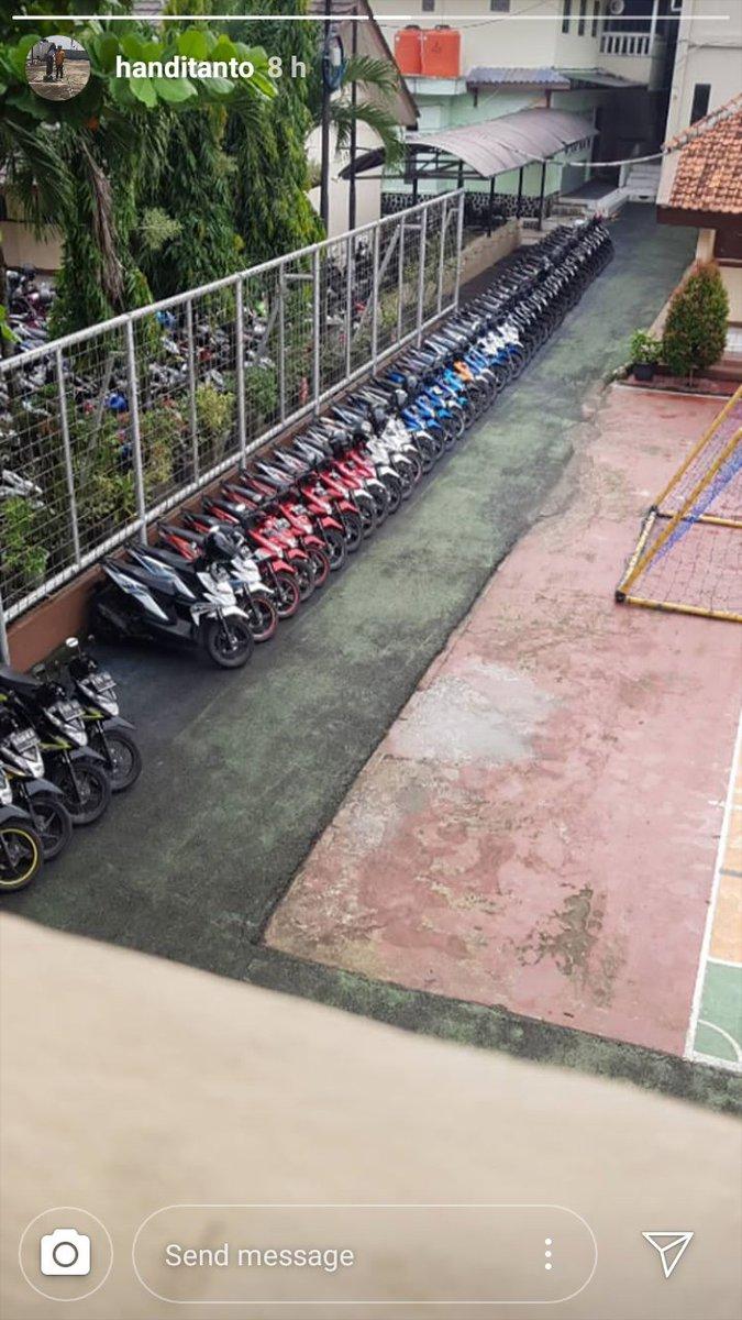 Parkir rapi di sekolah  © 2019 brilio.net