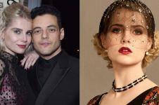 11 Pesona Lucy Boynton, pencuri hati Rami Malek yang memesona