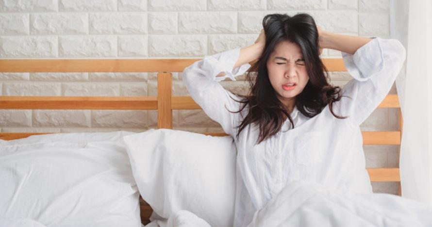 Sering bangun tengah malam lalu susah tidur lagi? Ini penyebabnya