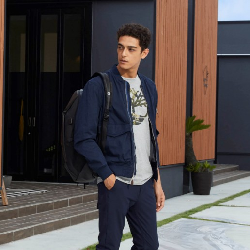 4 Model jaket yang cocok di musim hujan, tetap fashionable