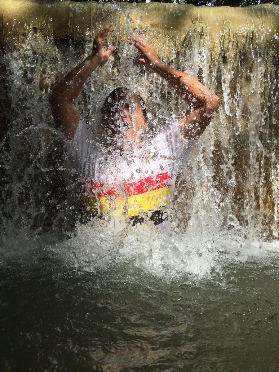 challenge selfie di sungai © Twitter