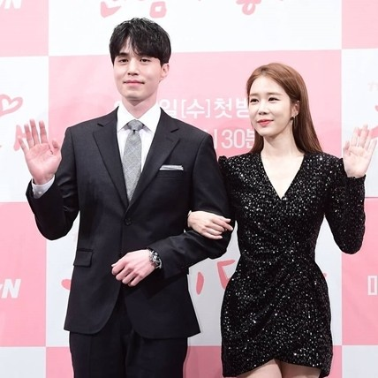 10 Potret kedekatan Yoo In-na & Lee Dong-wook, adu akting lagi