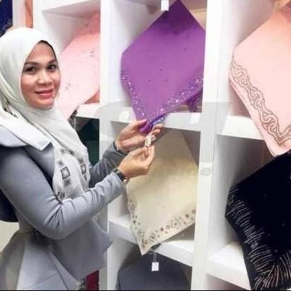Hijab ini dijual seharga Rp 112 juta, apa istimewanya yah?
