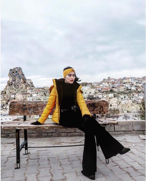 7 Harga outfit Ayu Ting Ting liburan di Turki, sepatu Rp 21 juta
