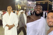 Potret 12 pesepak bola top saat ibadah di Tanah Suci Mekkah