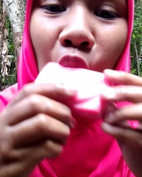 jilati sabun batang © Instagram/@khosikmubarok