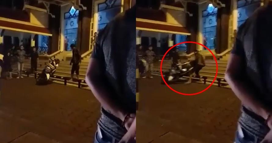 Ditegur parkir sembarangan di area masjid, pria ini banting motor