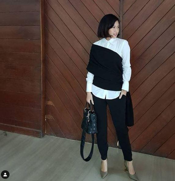 12 Inspirasi outfit hitam putih Dian Sastro, bikin gaya tak monoton © 2019 brilio.net