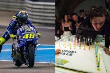 10 Momen ulang tahun Valentino Rossi, dapat cium mesra dari pacar