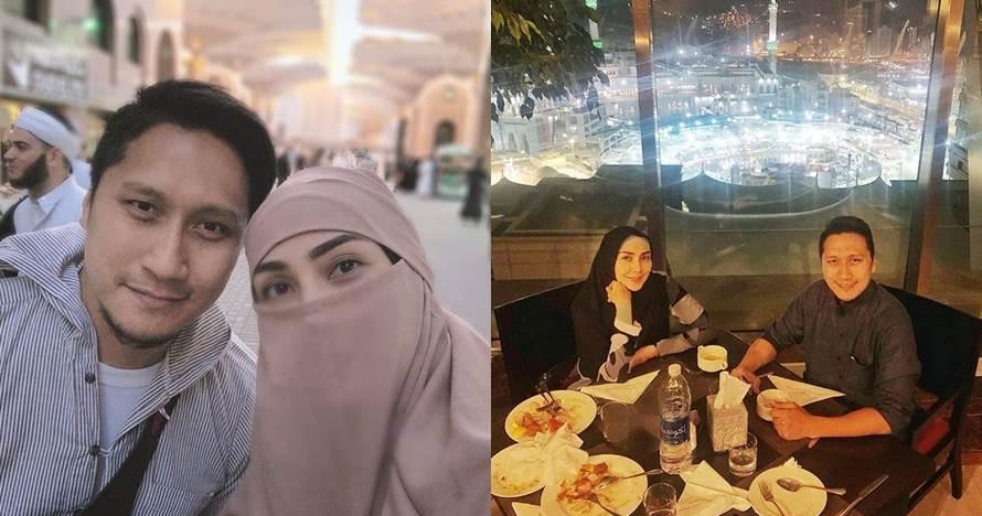 Rayakan ultah pernikahan, ini 8 momen Arie Untung & istri umrah