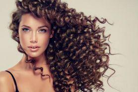 5 Tips mengeriting rambut tanpa perlu catokan, terlihat natural
