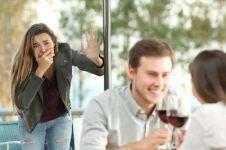 5 Cara melabrak selingkuhan pasangan dengan elegan tapi efektif