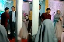 Momen awkward cowok datang ke kawinan mantan dinikahi sahabatnya