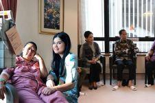 10 Momen Jokowi dan Iriana jenguk Ani Yudhoyono di Singapura