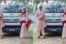 Pasangan foto pernikahan pakai mobil jenazah, alasannya tak terduga