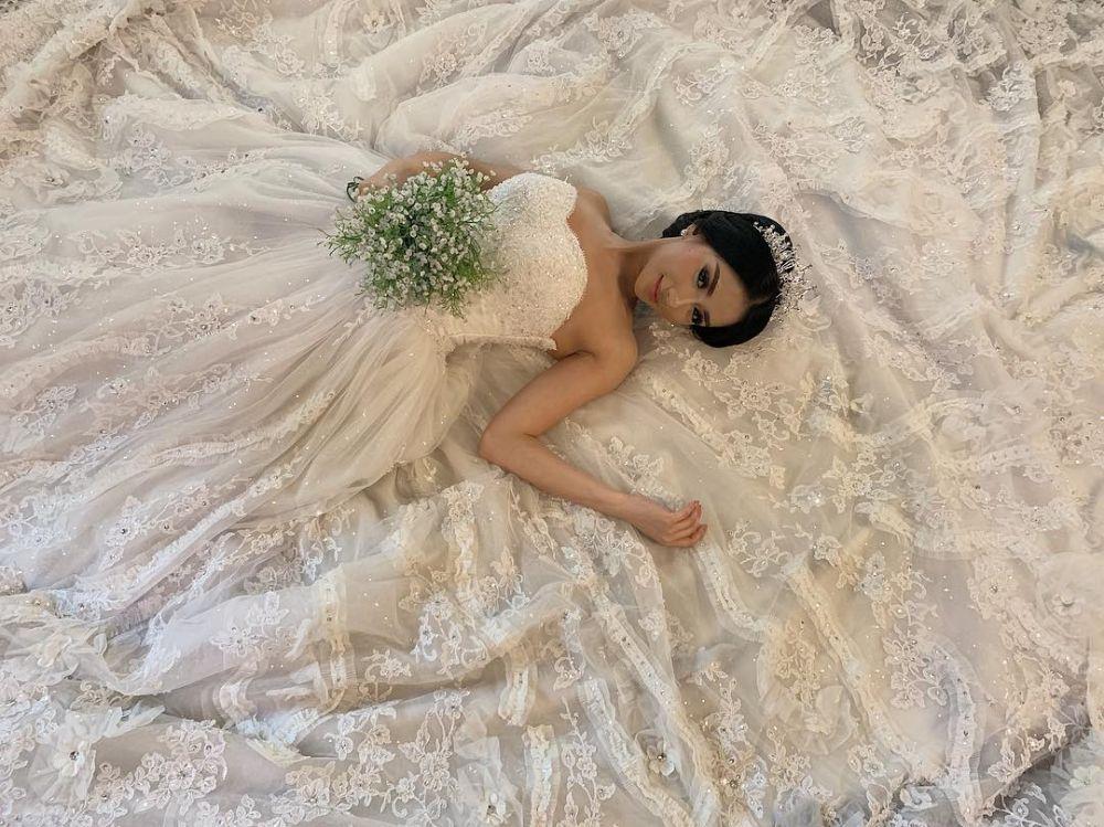 Pesona Bella Luna saat pakai gaun mewah © 2019 brilio.net