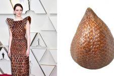 9 Cocoklogi busana Emma Stone di Oscar 2019, ada mirip salak
