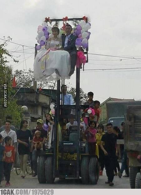 momen absurd pengantin © 2019 berbagai sumber