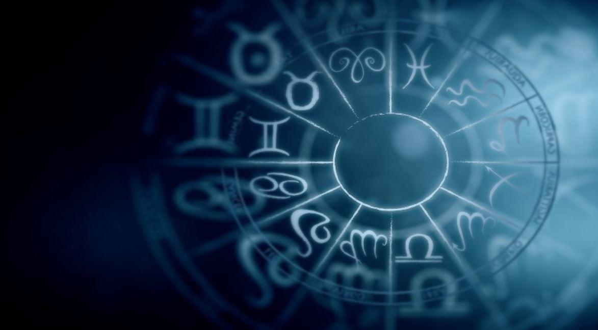 4 Zodiak ini kerap pamer di media sosial, kamu termasuk?