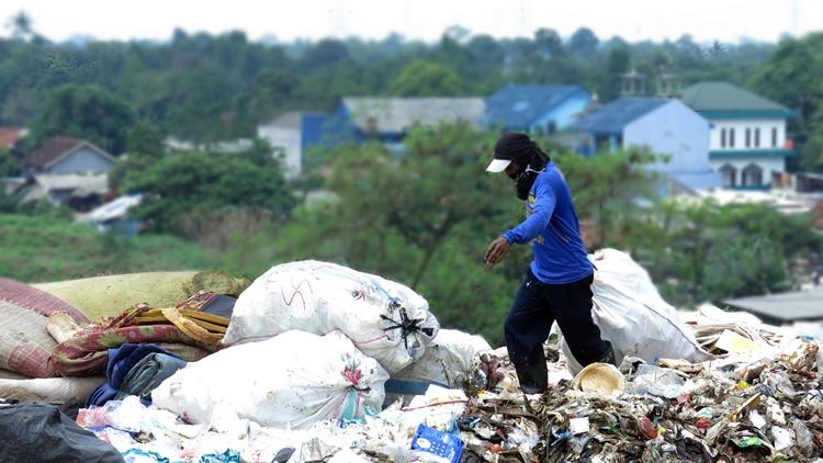 Begini cara cerdas memanfaatkan sampah plastik, mulai dari hal kecil