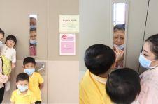 6 Potret Ani Yudhoyono melepas rindu cucu dari balik pintu, bikin haru