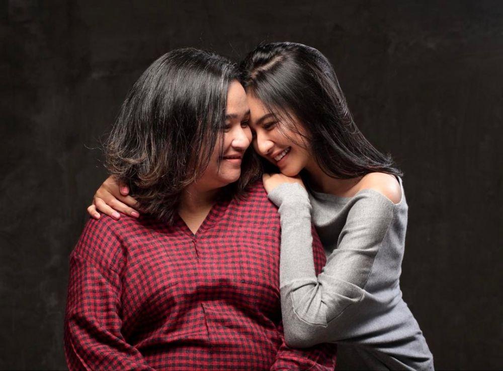 Kebersamaan Mikha dan mama  © 2019 brilio.net