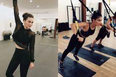 11 Potret Luna Maya keringetan saat olahraga, bikin susah kedip