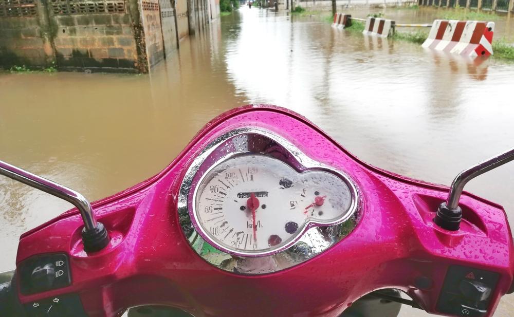 Demi motor tetap prima, ini 4 pertimbangan sebelum terobos banjir