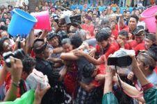 Bukan tradisi ciuman asal, ini 5 fakta Omed-omedan di Bali