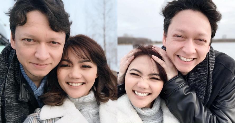 8 Momen romantis Rina Nose & tunangannya, berani pamer kemesraan