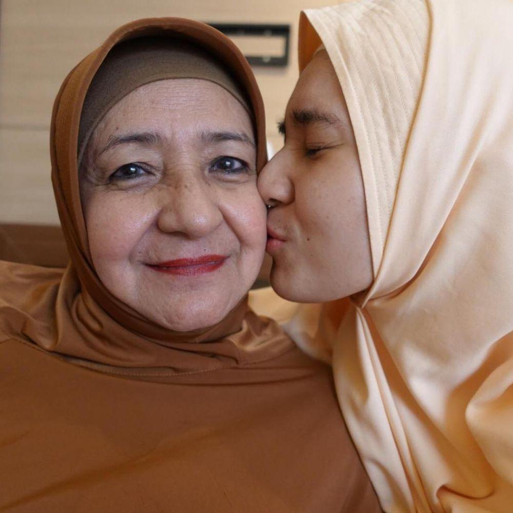 Dhini dan ibu instagram