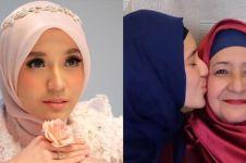 Jarang terekspos, 9 potret kedekatan Dhini Aminarti dengan ibu