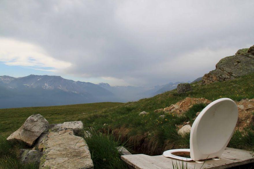 Potret toilet dengan pemandangan alam © 2019 brilio.net