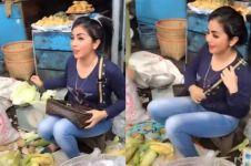 Viral penjual sayur cantik mirip Syahrini, bikin nggak fokus