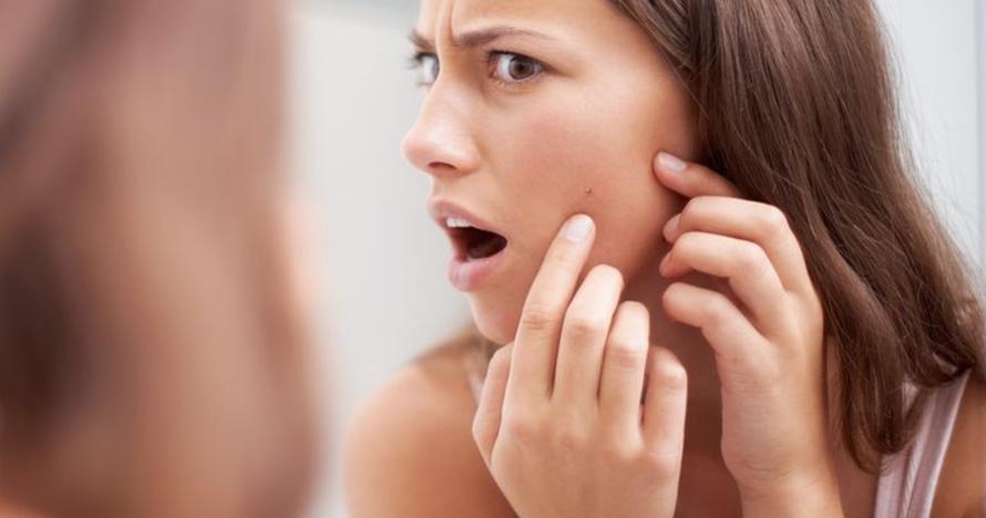Sering dilakukan, 7 kesalahan makeup ini bisa bikin jerawatan