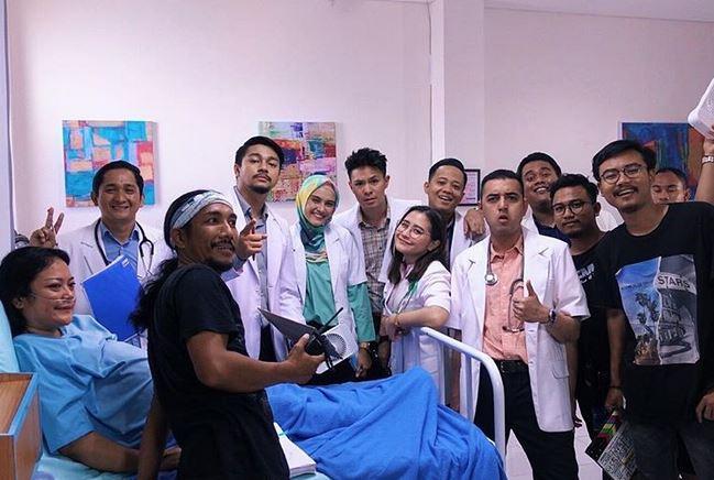 Prilly jadi dokter instagram