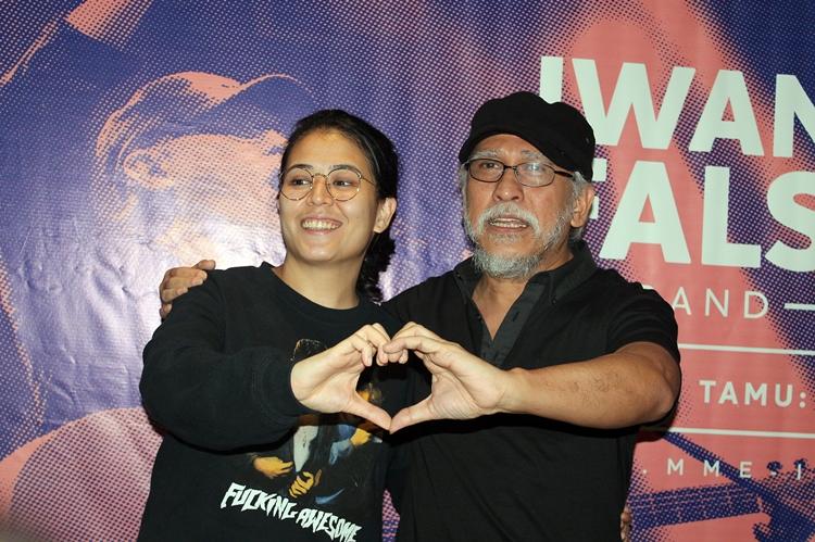 Konser Iwan Fals mengajak orang Indonesia menghidupkan cinta
