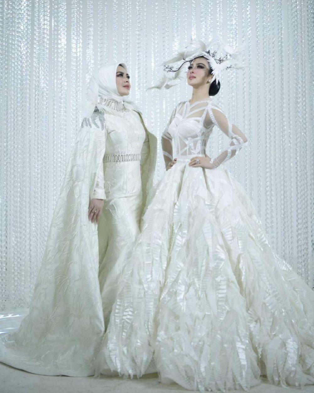 syahrini dan aisyahrani kembaran baju © 2019 brilio.net berbagai sumber