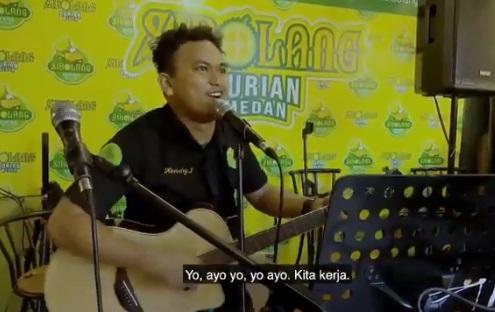 Nyanyi di depan Jokowi, lirik lagu pria ini bikin senyum-senyum