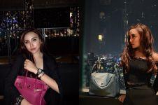 12 Gaya Salmafina hangout usai lepas hijab, outfitnya serba hitam
