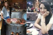 Cantiknya pelayan di restoran barbeku ini bikin salah fokus