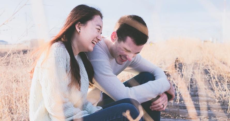 7 Cara kenalan dengan cewek yang bikin dia terkesan & susah lupa