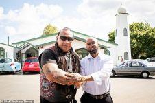 Momen geng motor di Selandia Baru jaga umat Islam salat bikin salut