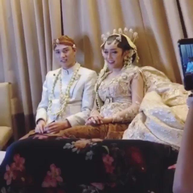 Momen Lucinta Luna & kekasih pakai baju pengantin  © 2019 brilio.net