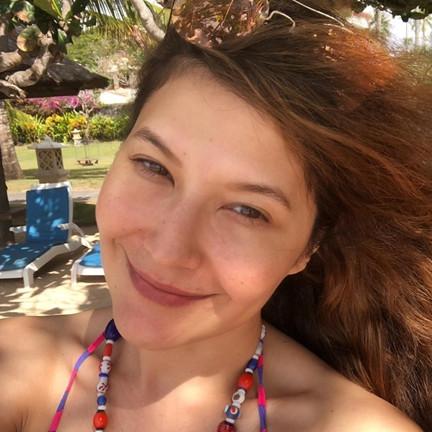 Potret 8 seleb usia 40-an tanpa makeup, bukti cantiknya tak bercela