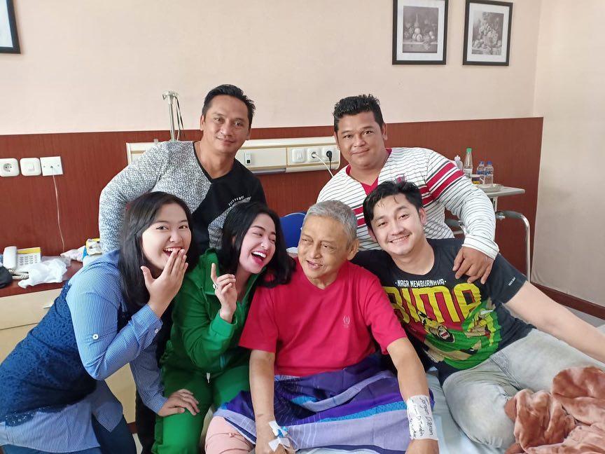 Dewi Persik dan ayah instagram