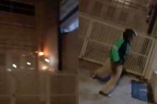 Aksi heroik driver ojol padamkan api yang nyaris melalap rumah